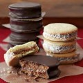 8 New mix of 4 chocolate alfajor and 4 cornstarch alfajor.